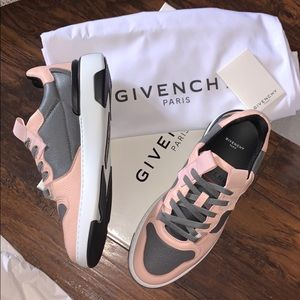 Givenchy Wing Two-Toned Low-Top Leather Sneakers 8